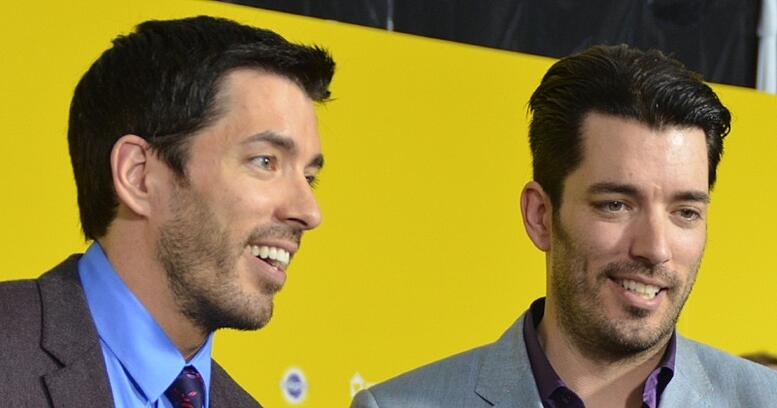 Drew_Scott_and_Jonathan_Scott_World_Dog_Awards_2015_(cropped)-882677-edited.jpg